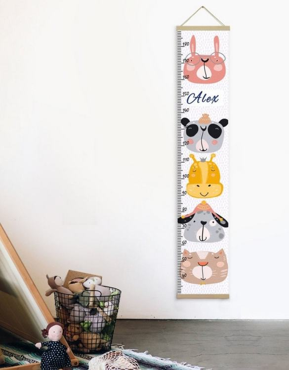 How high are your little creatures? Chart your child's growth development with the Personalised Funny Animals Child Growth Chart. This personalised growth chart will look perfect in your children's bedroom, nursery or playroom.