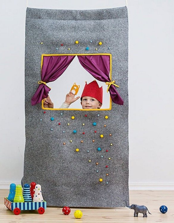Perfect for pretend play, the Caribbean Dream Doorway Puppet Theatre develops your imagination and creativity. This kids puppet theatre will stay beside your little theater director all the way from the very first scene to masterpiece like performances.