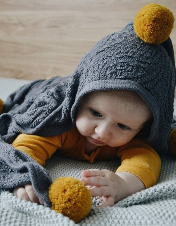 Chic and cozy, the Graphite Bamboo Blanket with a Hood and Pompoms adds a playful touch that will catch your little one's attention. The super soft material of this hooded baby blanket, feels almost like felt and is perfect for wrapping a new bundle of joy up in and is the perfect way of welcoming a new baby home.