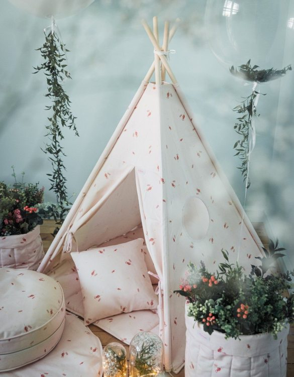 A perfect hideaway for tiny people, the Misty Rose Children's Teepee Set takes you to the wonderland of fun, joy, and happiness. This decorative kids' play tent promotes imaginative play for your child and sets the perfect environment for your little one to create his own fantasy world.