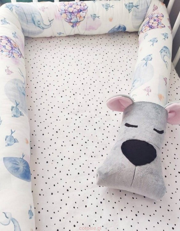 Highly practical and gorgeous looking cot bedding, the Bear Imagination Grey Cot Bumper is perfect to welcome a new baby at home! It is not only a protection but also a soft friend who will make sure that the child does not feel lonely during sleep.