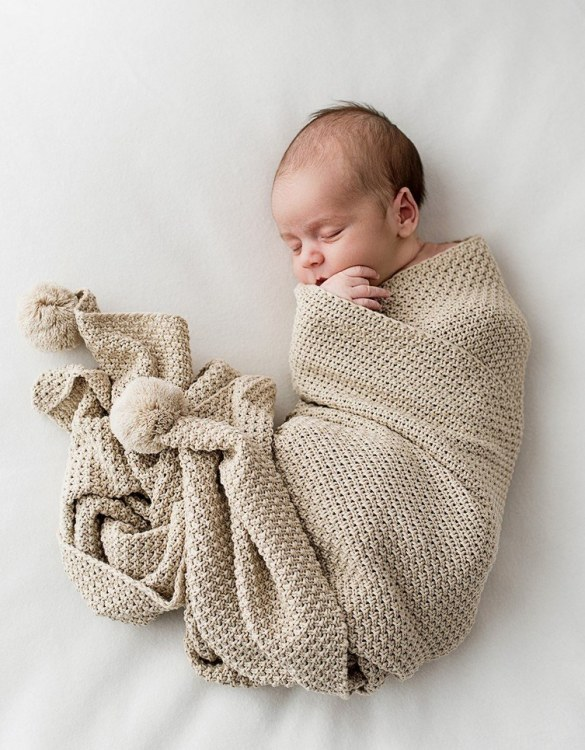 Chic and cozy, the Beige Bamboo and Cotton Baby Blanket with Pompoms adds a playful touch that will catch your little one's attention. The super soft material of this hooded baby blanket, feels almost like felt and is perfect for wrapping a new bundle of joy up in and is the perfect way of welcoming a new baby home.