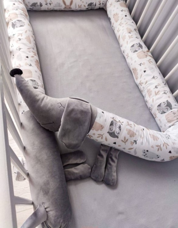 Highly practical and gorgeous looking cot bedding, the Dachshund With Owls and Bunnies Cot Bumper is perfect to welcome a new baby at home! It is not only a protection but also a soft friend who will make sure that the child does not feel lonely during sleep.