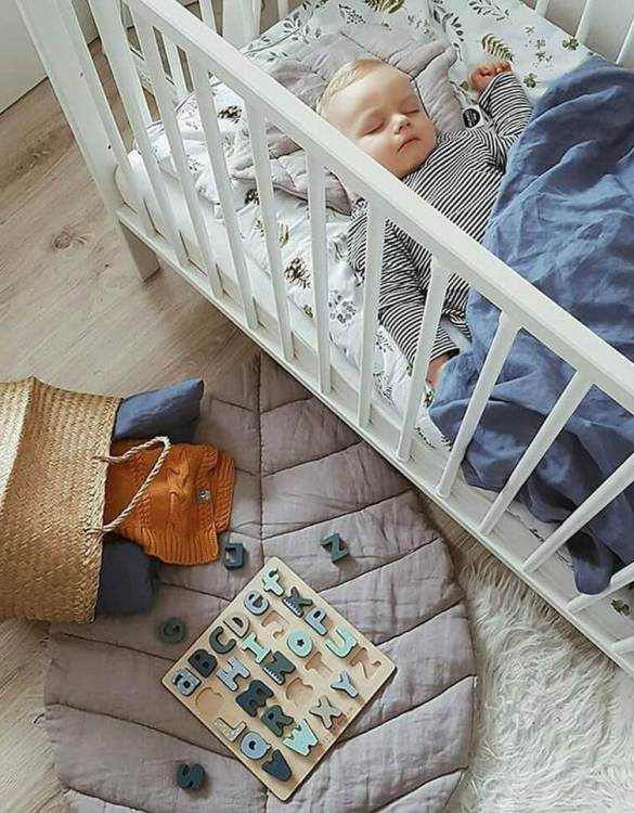 Perfect for tummy time for newborns and babies, the Grey Linen Leaf Play Mat will make a lovely addition to any nursery as a decorative rug, or as a play mat in a nursery or playroom.