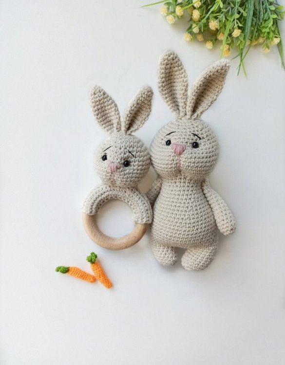 Perfect for any little new arrival, the Personalised Cute Bunny Baby Gift Set is a lovely gift to welcome a new baby to the world. This newborn gift box is a perfect gift for the newborn, baby shower, and birthday.