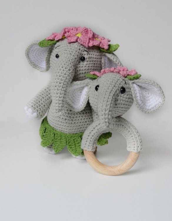 Perfect for any little new arrival, the Personalised Grey Elephant Baby Girl Gift Set is a lovely gift to welcome a new baby to the world. This newborn gift box is a perfect gift for the newborn, baby shower, and birthday.