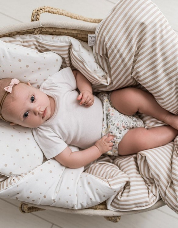 Delicate and extremely pleasant, the Beige Double-sided Linen with Filling Set will provide excellent sleeping comfort for your child. When it's time for bed, step into your dream voyager and close your eyes.