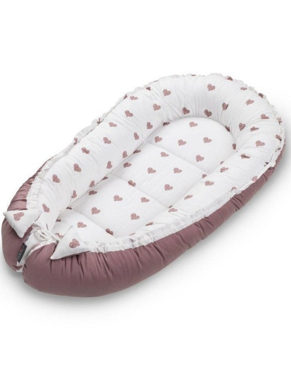 With a stylish design, the Blush Hearts Baby Nest Cocoon ensures that your baby sleeps in a cosy and soft environment, which is the best idea when a crib is still very big within the first few months.