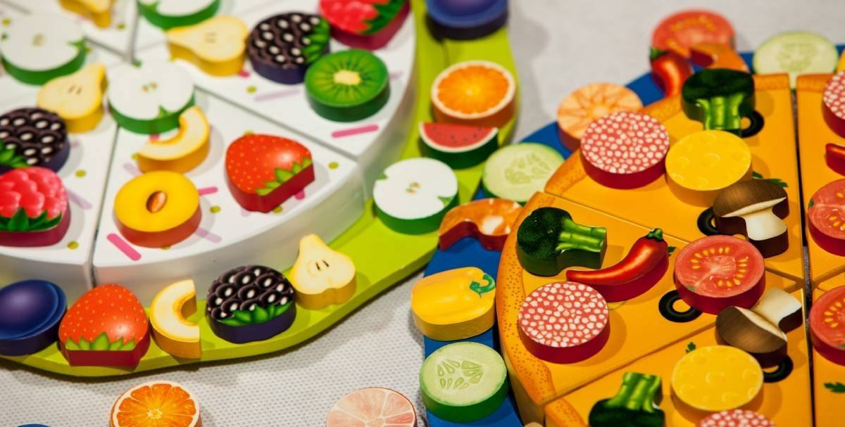 If you or your partner have the habit of cooking at home and you see that your kids are trying to get involved… you should see this as a good thing and a good chance for you to help them develop their inner chef aspirations by letting them play around with toy food and play kitchen!