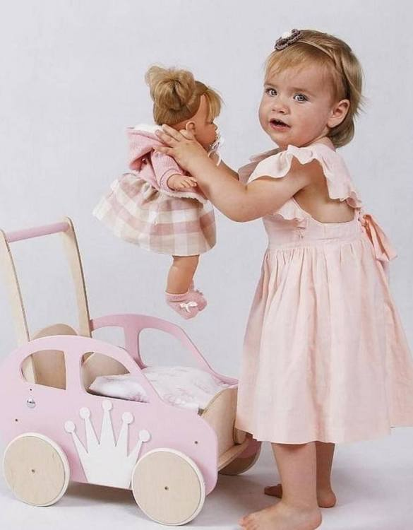 Colourful, fun and educational, the Girlish Pink Personalised Wooden Baby Walker will satisfy the most demanding children. This will fulfill their innermost dreams. A personalized wooden walker in the shape of a car for children. Thanks to it, the child will learn to walk and will have fun at the same time.