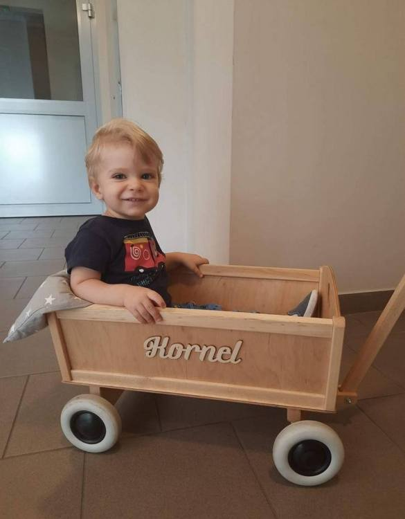 Perfect for construction engineers, the Natural Wood Personalised Wooden Wagon will make every child happy. The originally designed wooden pull toy enhances active play and supports the development of motor skills.
