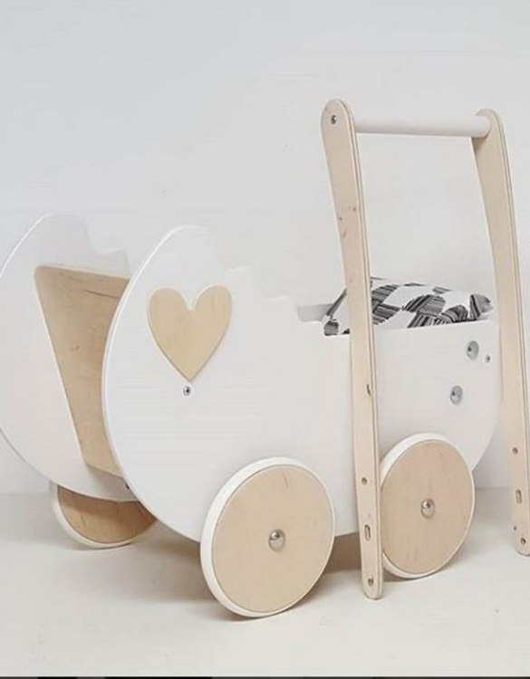 Allows you to carry dolls and teddy bears, the White and Wood Heart Personalised Wooden Doll Pram helps to learn to walk and improves acquired walking skills. A gorgeous toddler wooden doll pram made from wood with an option of adding your child's name and including bedding set: duvet, pillow and bedsheet.