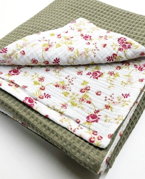 Treat your little one to cosy comfort, the Olive - White Flower Waffle Blanket will keep baby feeling secure and warm, perfect for keeping your baby comfortable when you're out and about. A tender wrap makes your baby feel safe and secure in the big, new world.