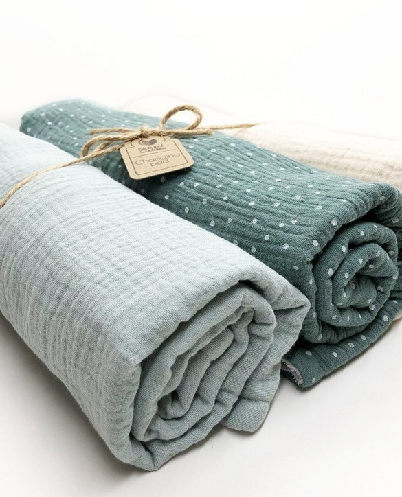 Super soft, and wipeable, the Set of 3 Green Changing Pads is a perfect gift for any new mum. This handmade muslin cotton and the waterproof terry changing pad is must-have for any baby from 0-36 months.