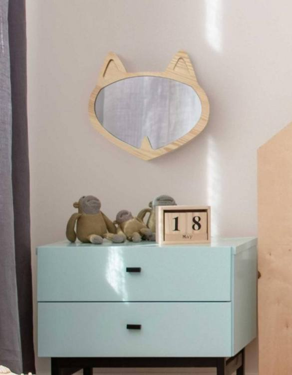 A modern design that will please you and your little one, the Solid Pinewood Mirror Fox fits perfectly in the nursery or kids' room. Safe and unbreakable acrylic mirror made of high-quality solid pinewood.