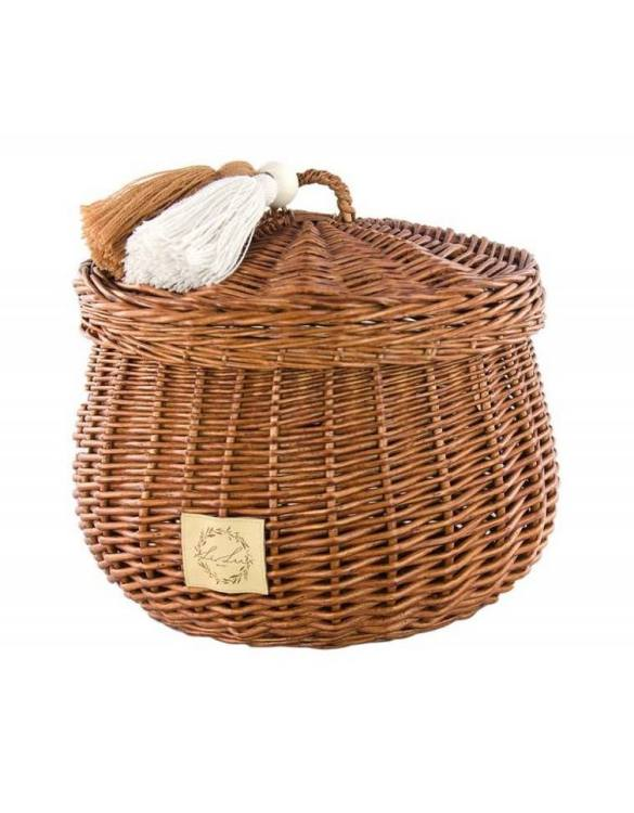 Sweet and simple, the Natural Wicker Casket with Tassels is perfect to fill with your child's favourite trinkets, or your own memories of your child's first moments. A beautiful wicker casket with tassels, carefully made by the best craftsmen, in three sizes.