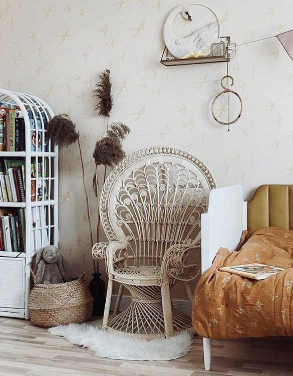 A great way to invite nature into your home, the White Small Peacock Armchair is an extraordinary decoration for a toddler's and older child's room and a very comfortable piece of rattan furniture.