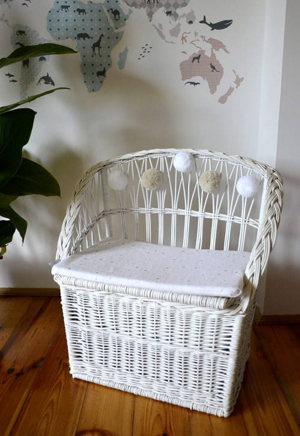 White Wicker Seat With Trunk