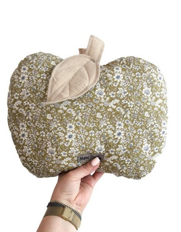 Perfect for any little one or teenager's bedroom, the Apple-shaped Pillow Olive is great for finishing up your little one's playroom. Your kids will love it! This children's cushion is super soft and super cute. A beautiful addition to any nursery or kids' room.