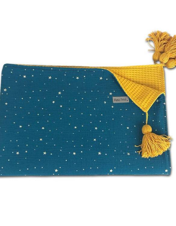A perfect keepsake, the Gold Stars Soft Baby Blanket will keep your precious little one warm and snug. This soft baby blanket is ideal for prams, cots and makes a lovely bedroom accessory for many years to come.