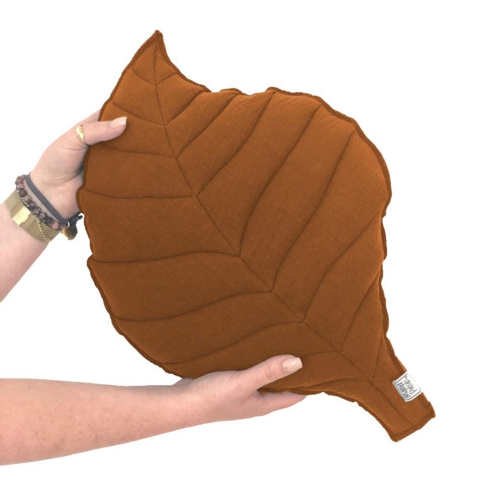 Leaf-shaped Pillow Caramel