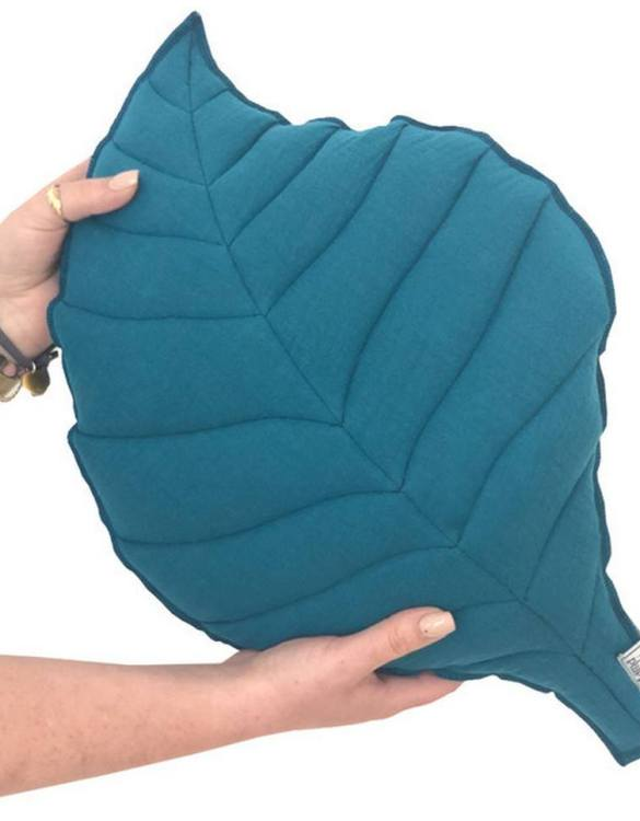 Perfect for any little one or teenager's bedroom, the Leaf-shaped Pillow Petrol is great for finishing up your little one's playroom. Your kids will love it! This children's cushion is super soft and super cute. A beautiful addition to any nursery or kids' room.