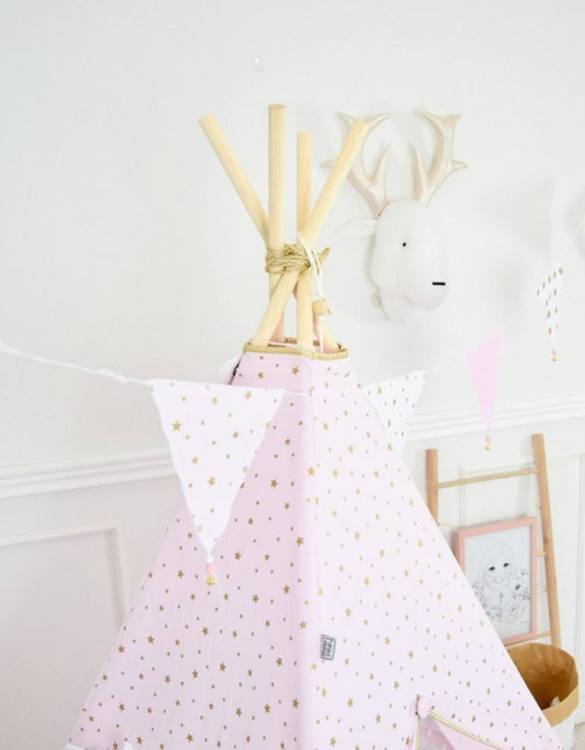 The ideal gift for a new baby or a Christening present, the Triangle Bunting Pink & Gold makes a fab addition to a party or a little one's room. A gentle garland will decorate your nursery room and contribute to the development of the baby.