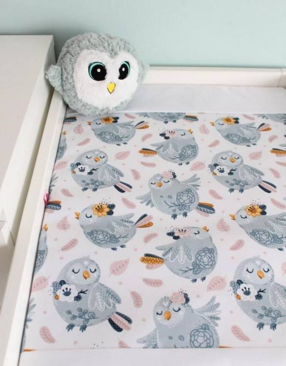 A perfect gift for a new baby, the Gray Birds Waterproof Winding Mat is ideal for keeping the little one comfortable and snuggly while changing. Super practical and stylish with a waterproof lining and it comes in your favourite prints.