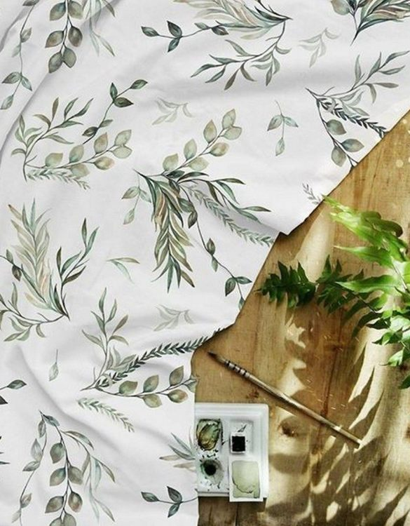 A perfect gift for a new baby, the Green Leaves Waterproof Winding Mat is ideal for keeping the little one comfortable and snuggly while changing. Super practical and stylish with a waterproof lining and it comes in your favourite prints.