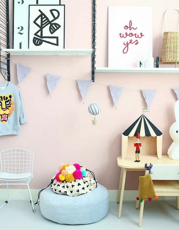 Brighten up the bare walls of a playroom, bedroom, or nursery with the Grey Garland With Bells. Imagine how fabulous this garland will look hung in a newborn's nursery or a stylish teenagers bedroom.