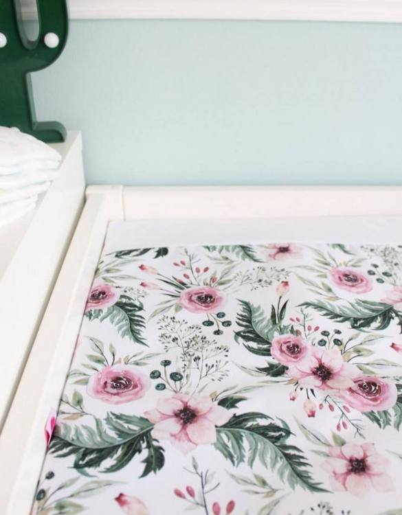 A perfect gift for a new baby, the In Garden Waterproof Winding Mat is ideal for keeping the little one comfortable and snuggly while changing. Super practical and stylish with a waterproof lining and it comes in your favourite prints.