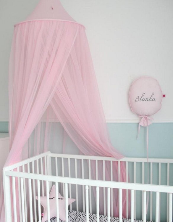 In cosy, airy interior with plenty of child's fantasies, the Pink Flowing Children's Bed Canopy is ideal for hanging over bed, cot or creating a special play corner in your home.