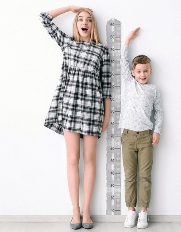 A real eye-catcher in every child's room, the Road Child Growth Chart is the perfect way to follow your child's development and growth. Bright and colourful, this height chart wall sticker will look good in nurseries, bedrooms, or playrooms.