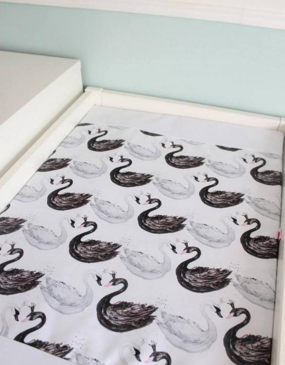 A perfect gift for a new baby, the Swans Waterproof Winding Mat is ideal for keeping the little one comfortable and snuggly while changing. Super practical and stylish with a waterproof lining and it comes in your favourite prints.