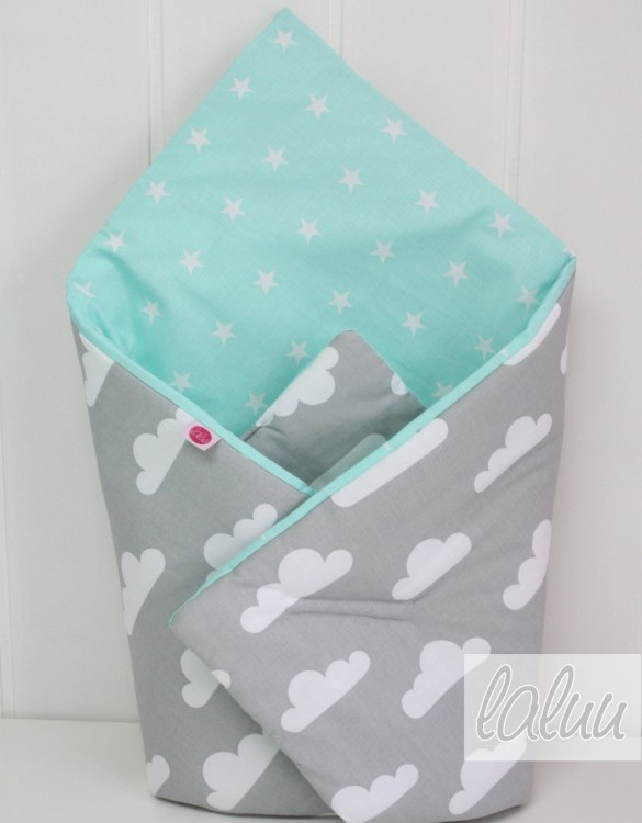 A great idea for newborns, the Clouds On Gray and Mint Baby Horn is the perfect accessory for the busy on the go parent. Keeps your baby comfortable with out the hassle of losing dropping or running over your blanket!