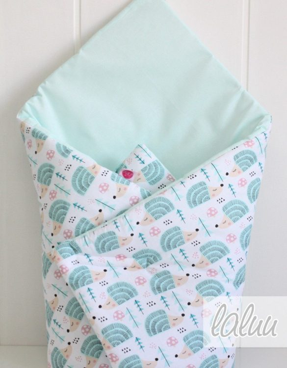 A great idea for newborns, the Hedgehogs On Mint Baby Horn is the perfect accessory for the busy on the go parent. Keeps your baby comfortable with out the hassle of losing dropping or running over your blanket!