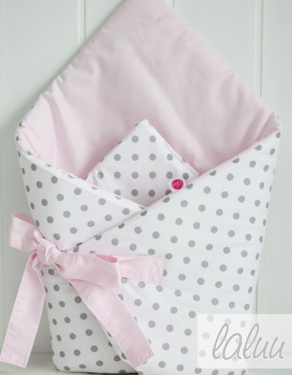 A great idea for newborns, the Polka Dots And Light Pink Baby Horn is the perfect accessory for the busy on the go parent. Keeps your baby comfortable with out the hassle of losing dropping or running over your blanket!