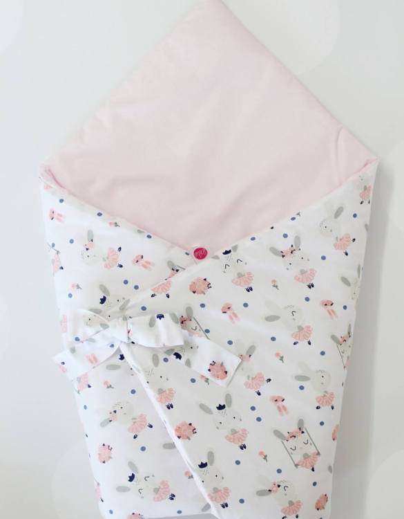 A great idea for newborns, the Rabbits On White Baby Horn is the perfect accessory for the busy on the go parent. Keeps your baby comfortable with out the hassle of losing dropping or running over your blanket!