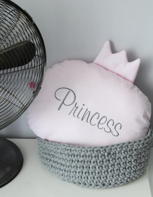 Perfect to bring the child inside everyone, the Pink Princess Children's Cushion is a wonderfully decorative and timeless addition to any child's room. This beautiful nursery balloon pillow is made from soft and cosy cotton.