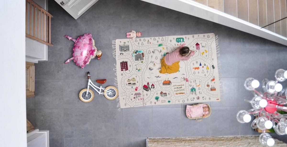 Prior to the due date, decorating the baby's room is a fun family activity. After choosing the crib and other essentials, the room can be accessorized.
