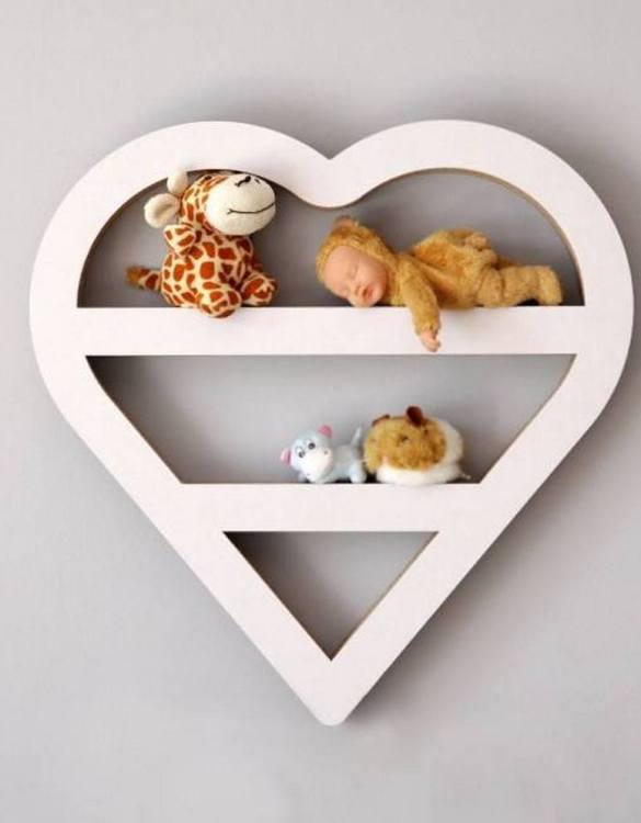 The perfect way to display your treasures, the Heart Children's Wall Shelf is a beautiful addition to any child's bedroom or playroom! Put decorations, stuffed animals or smaller toys on the shelf and get a unique element of a children's room.
