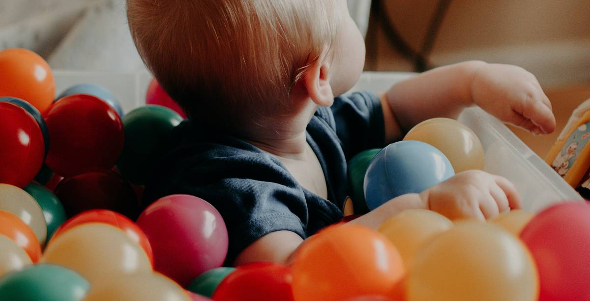 A ball pool can help your child develop fine motor skills and cognitive abilities. As your child is sat in the ball pit, he or she will learn to grab and pick up the bright colored balls, but since it is in your own home, you don't need to worry about other children spreading germs to your little one.