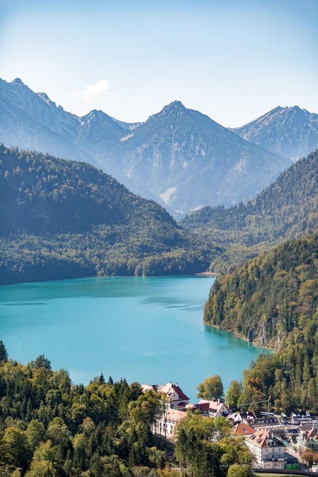 Germany road trip Neuschwanstein castle blue lake