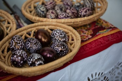 Jezov Moravia aunties easter eggs decorating