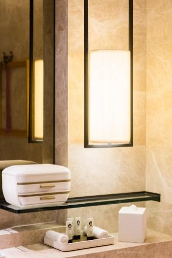 bathroom-amenities-SofitelSingaporeCity-13