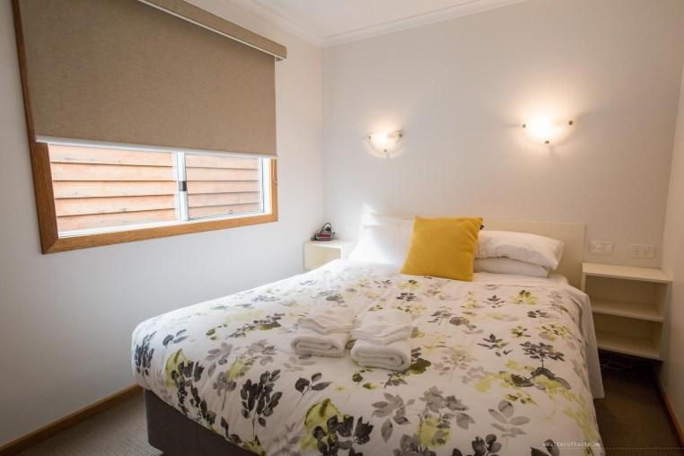 bright-big4-luxury-villa-bedroom