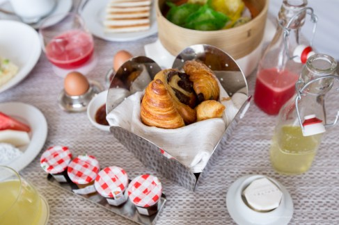room-service-pastries-SofitelSingaporeCity-71