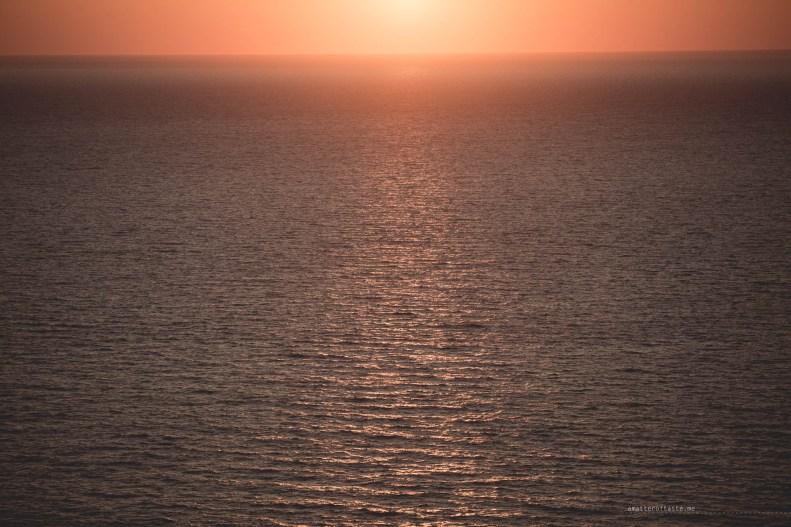 sunset-santorini-lighthouse-09