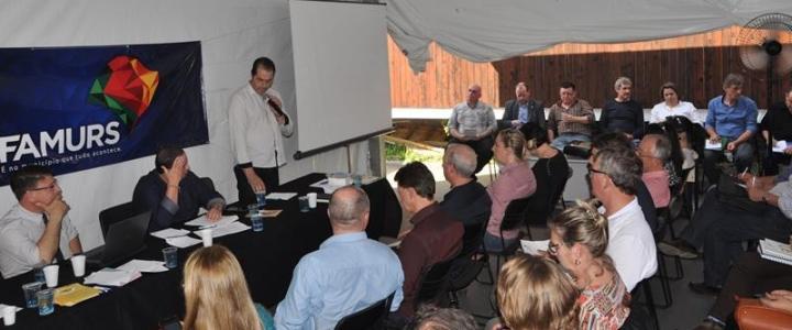 Prefeitos da AMAU participaram de reunião para discutir o Pronto Atendimento de Urgência