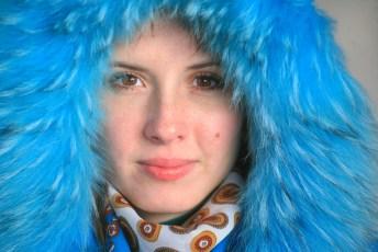 Natalia v modrém.